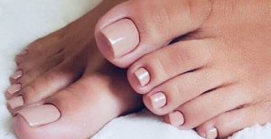 Pose de vernis pieds